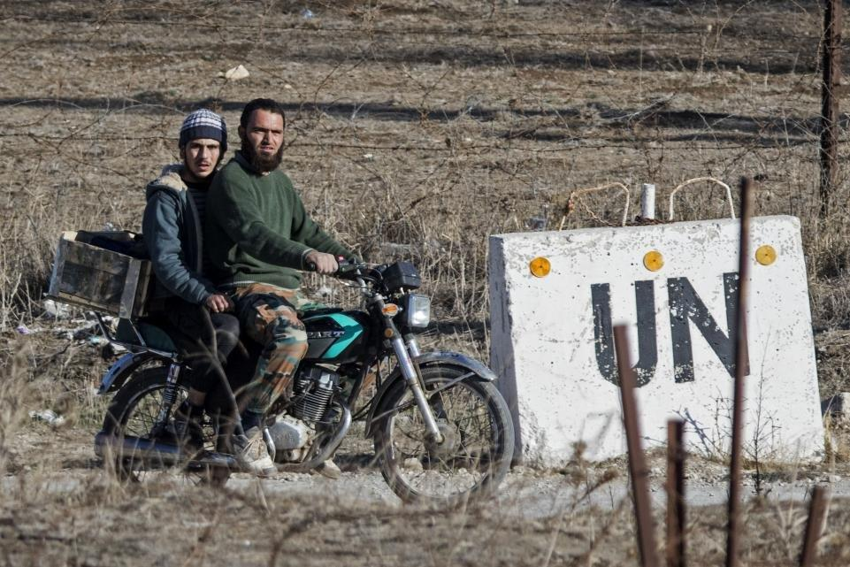 ISRAEL SECRETLY PAYING SALARIES OF SYRIAN REBELS ON GOLAN HEIGHTS BORDER
